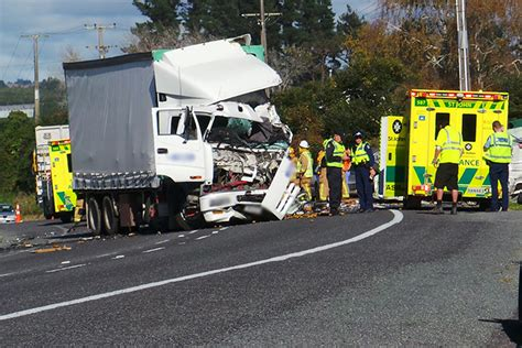 truck crash sunlive on truck crash near te puke the bay s