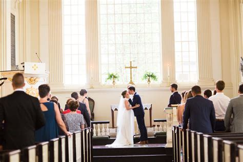 Guide to the Best Catholic Wedding Songs for your Ceremony