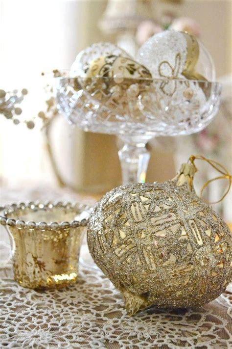 gold christmas themes motor home interiors gold and white christmas decor tacky