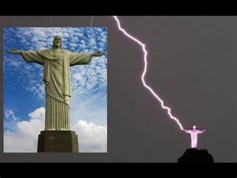 rio de janeiro brazils christ  redeemer statue struck