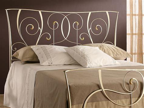 letto moderno in ferro battuto letti in ferro battuto artigianali un classico senza tempo