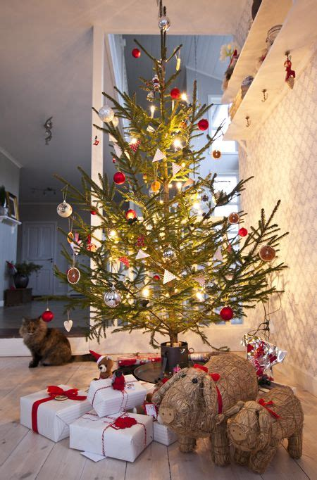 scandinavian christmas decorations ideas pinterest pine cone crafts scandinavian christmas xmas decorations