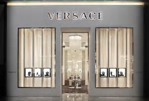 magasin meuble versace