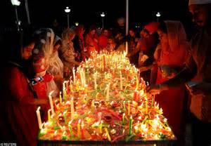 celebrate it lights diwali devotees around the world celebrate the hindu