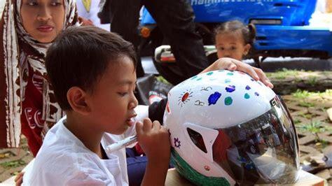 Helm Anak Sd serunya lomba mewarnai helm anak di burtor 2016