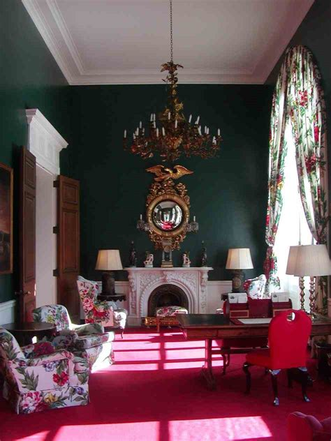 what colour curtains go with pink walls sofa living colors that go with red and green room color
