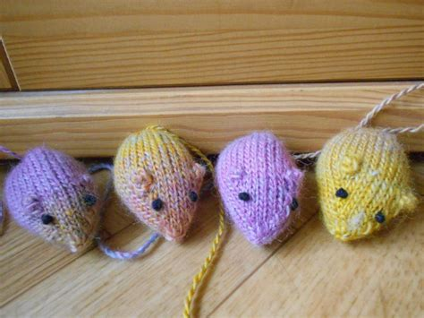 free knitting pattern cat motif knitted cat toys patterns free crochet and knit