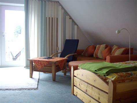 wohn und schlafzimmer ferienwohnung schlaf gut schleswig holstein frau