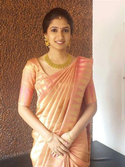 saree draping styles for brides love the pleats the drape pinteres