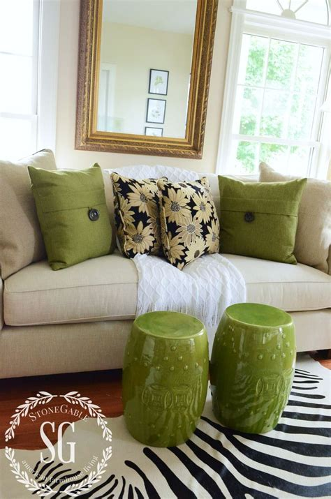 sofa pillow ideas best 25 sofa pillows ideas on accent pillows