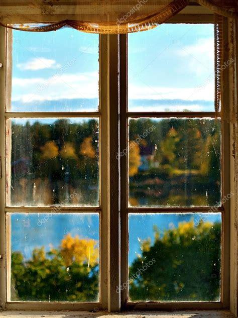 imagenes de paisajes vistos desde una ventana oto 241 o paisaje visto a trav 233 s de la ventana foto de stock