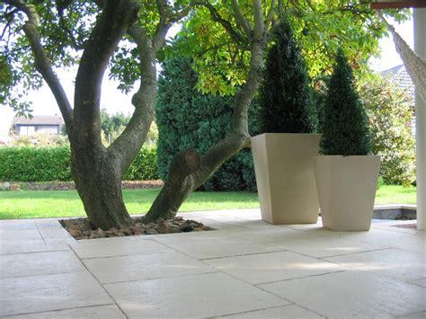 Gartengestaltung Mit Mauern by Gartengestaltung Mit Terrassenplatten Mauern Und Pfeilern
