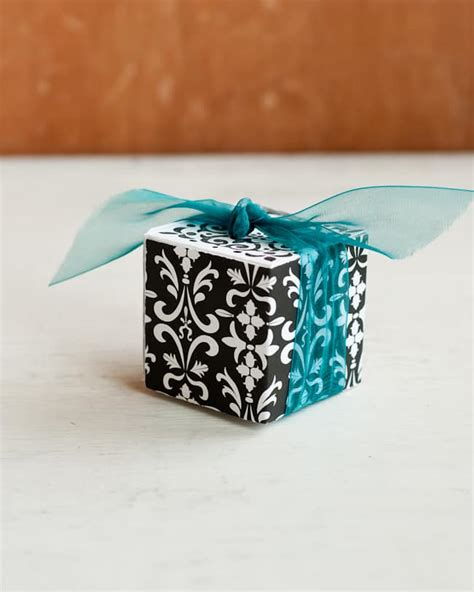 download wrapping presents slucasdesigns com 7 eco friendly gift wrap ideas free gift tag download