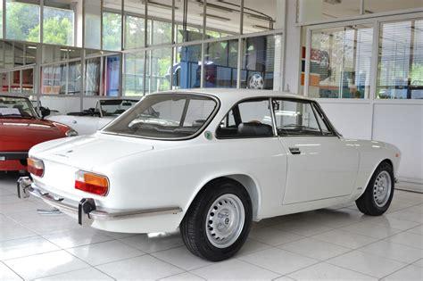 garage hits 2000 alfa romeo gt 2000 veloce bianco spino garage vecchio