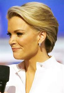 megan kellys hair styles megyn kelly s enormous fake eyelashes at gop debate ignite