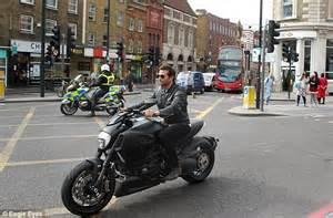 Motorrad Online Email by Bradley Cooper Rides Past London Landmarks On Motorbike