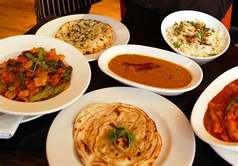 Britians Curry Crisis by Hundreds Of Popular Curry Houses Closure Due To