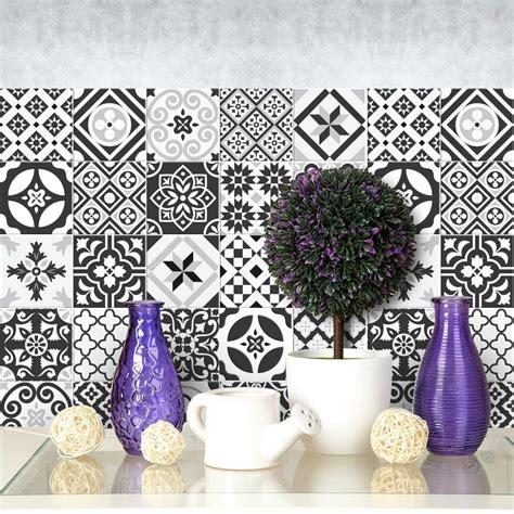 decorare con le piastrelle adesive 16 idee per la vostra - Decorare Piastrelle
