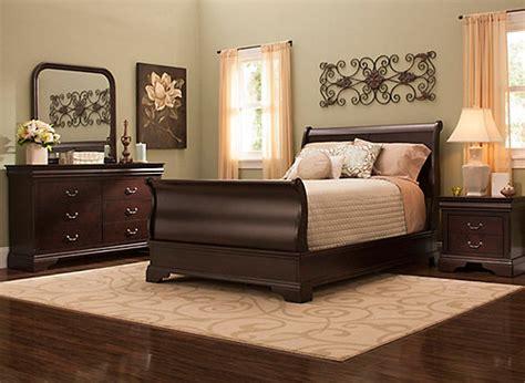 charleston  pc queen bedroom set cherry raymour flanigan