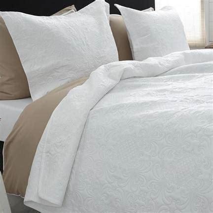 Sprei Clara sleeptime clara bedsprei wit smulderstextiel nl