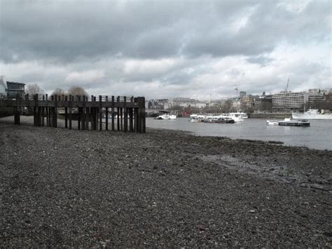 thames river tide times gc26jk5 the river thames rocks on the river bed