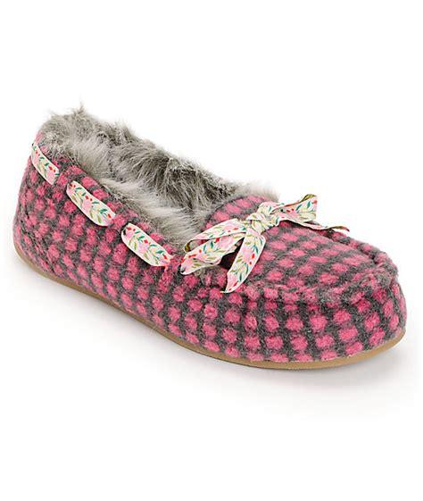 rocket slipper boots rocket regan cuddles pink slippers at zumiez pdp