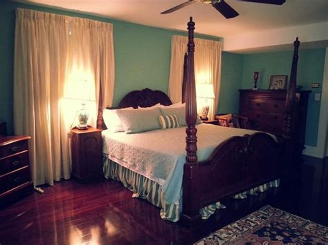 amazing hotel rooms our amazing hotel room the camelia picture of duff green mansion vicksburg tripadvisor