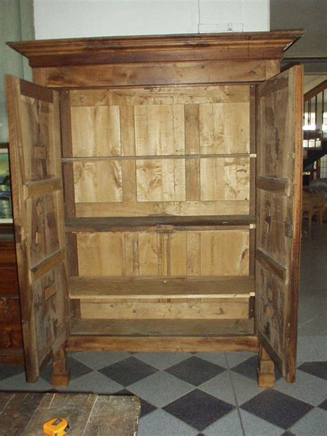 vecchi armadi mobili antichi mobili d epoca arredamento antico mobili