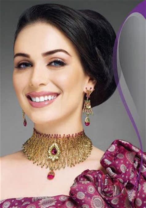 Wedding Hairstyles According To Dress by Fashion World Fashion Hair