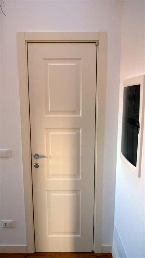 posa porte interne foto posa porte interne di bidue snc 97306 habitissimo