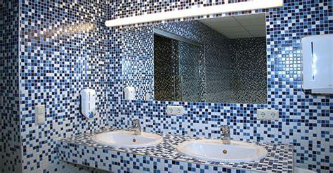 arredo bagno mosaico foto bagno in mosaico acquamarina di acquastop 242579
