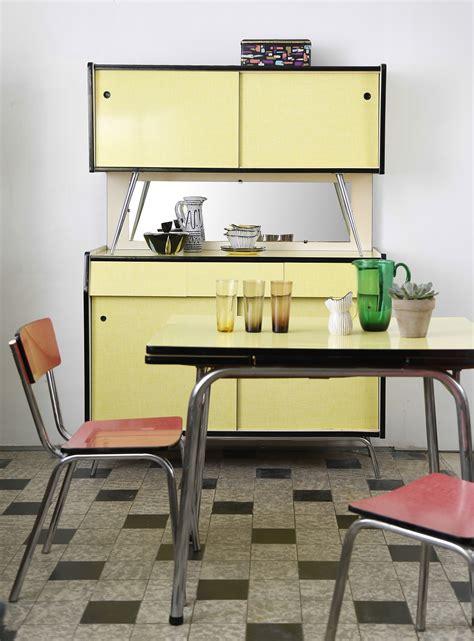 table cuisine formica buffet et table de cuisine en formica jaune 233 es 1960