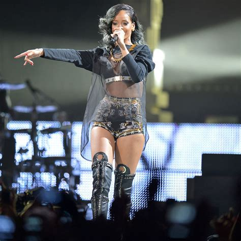 World Shower Curtain Fans React As Rihanna Kicks Off Massive Anti World Tour