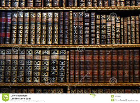 scaffali per libri scaffali per libri antichi fotografie stock libere da