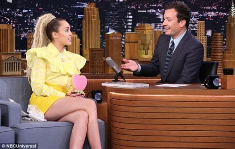 Pop Nosh Leonardo Set To Be A by Miley Cyrus Calls Out Leonardo Dicaprio On The Tonight