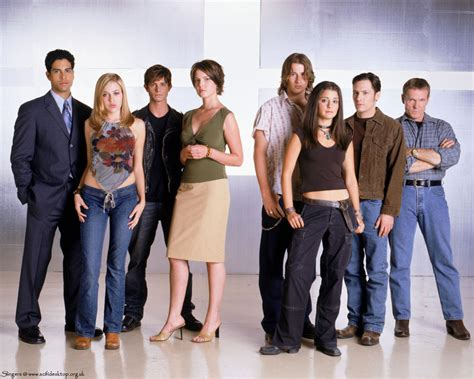 cast of the roswell images roswell hd wallpaper and background photos 473766