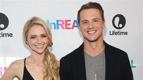 unreal co stars freddie stroma johanna braddy have exclusive freddie stroma dishes on wedding to unreal co
