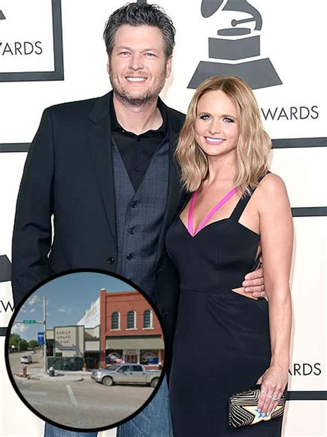 shelton in a small town shelton and miranda lambert split inside their