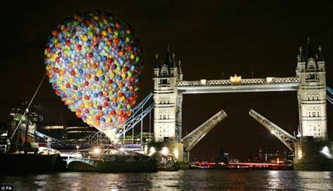film d action qui se passe a londres up au tower bridge paperplane
