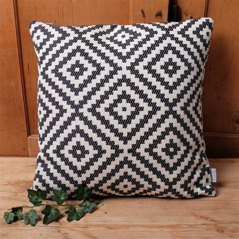 cuscini bianchi cuscini bianchi e neri jeffreykroonenberg