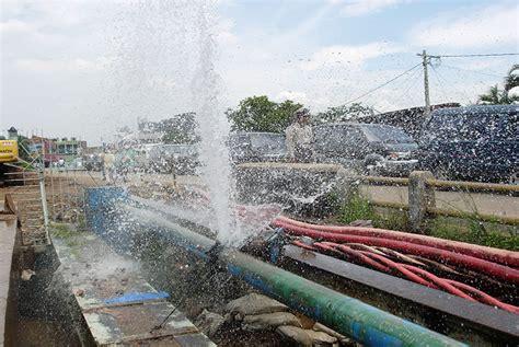 Pipa Besi Di Bogor Pipa Pdam Bocor Warga Kota Bogor Diminta Menung Air