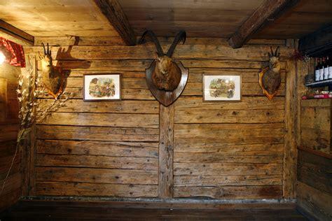 rivestimenti in legno pareti interne parete cubi e mensole ikea