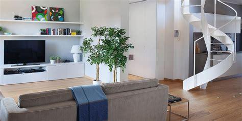 terrazze a tasca cucina a vista sul soggiorno nel sottotetto con terrazzi a