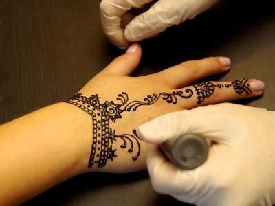 henna tattoo wie macht man das tutorial wie macht armb 228 nder loom bands mit einer