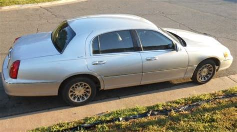 silver lincoln town car sell used 2001 silver lincoln town car in charles town