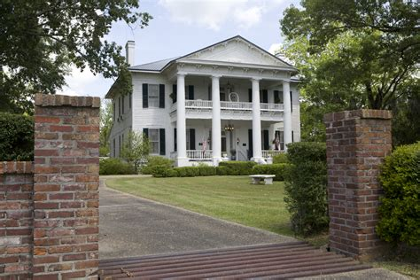 southern plantation house rosswood plantation in lorman is a historic 1857 cotton