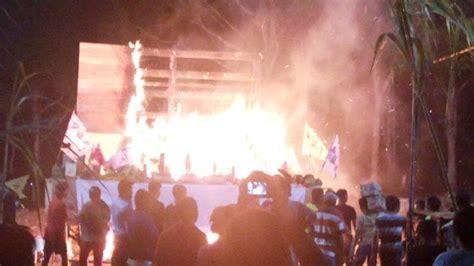Baju Kertas Akong Cengbeng Sembahyang Leluhur puncak ritual sembahyang rebut patung se ja raja hantu dibakar tribunnews