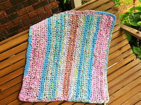 Make Rag Rug by Nifty Thrifty Bits How To Make A Rag Rug