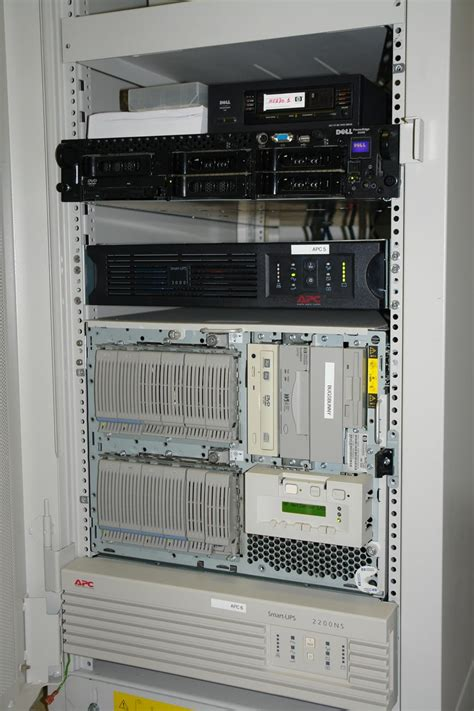 Rack For Pc by File Computer Rack Hp Apc Jpg Wikimedia Commons