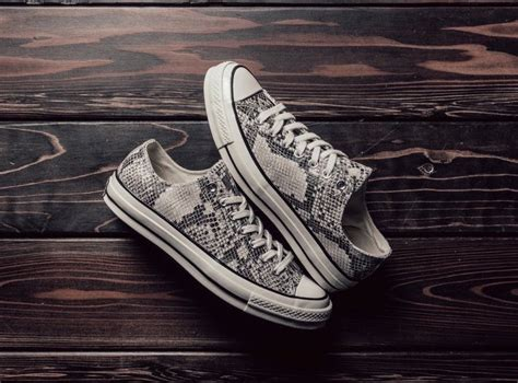 how to bar lace converse low tops how to bar lace converse high tops how to bar lace